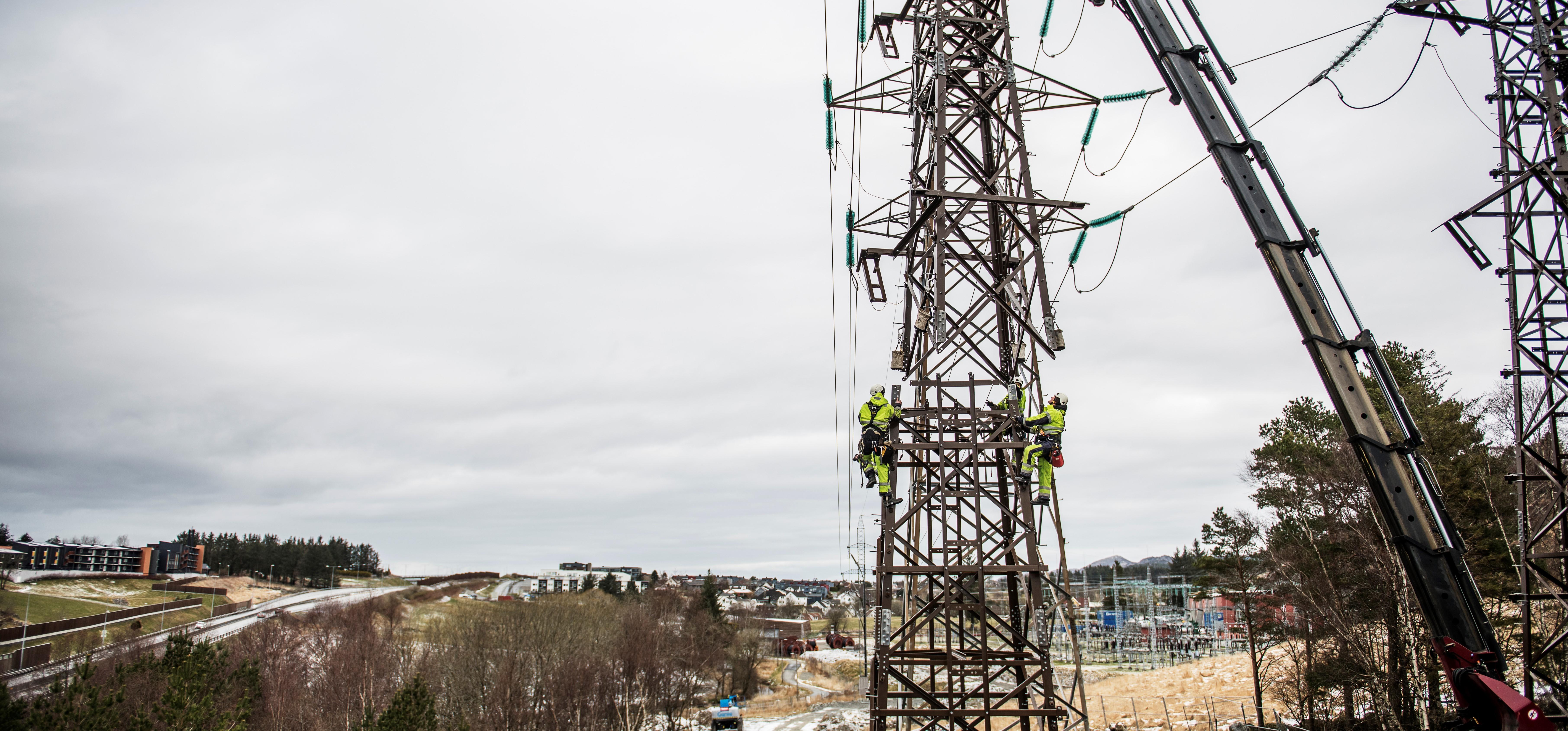 Ny strømmast blir montert i Sandnes for å forsterke overordnet strømnett