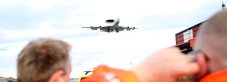 Elektrisk fly i luften over Stavanger lufthavn, Sola