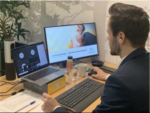 Ronny Fiuren i Forus Næringspark sitter foran en skjerm og forteller leverandører om prosjektet Elnett21
